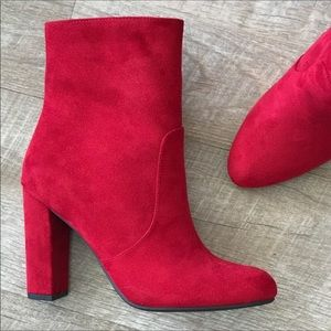 Perfect Holiday Booties. New in Box.
